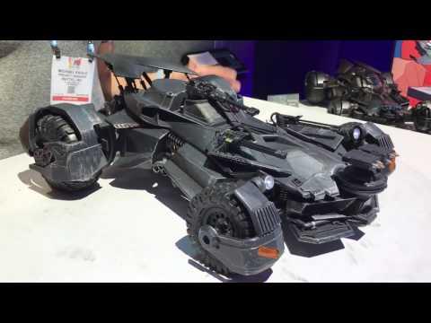Toy Fair 2017: Mattel Justice League Batmobile
