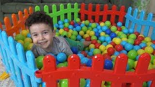 Yusuf Renkli Çitlerden Top Havuzu Yaptı   Eğlenceli Çocuk Videoları
