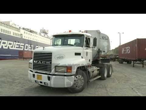 RD envía dos camiones tanqueros de combustible a Puerto Rico por ferry
