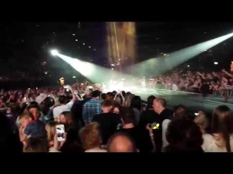KATY PERRY LIVE - TEENAGE DREAM - LG ARENA UK