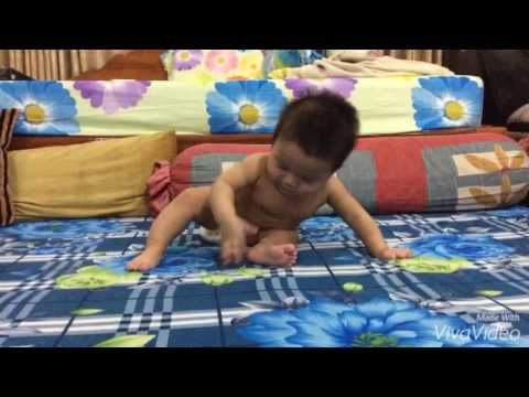 Baby 5 months development! (Sit up and crawl)