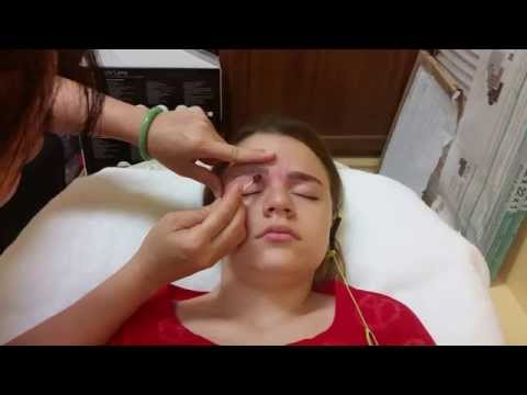 EYEBROW WAXING FOR THE FIRST TIME AT A SALON - NOT PAINFUL