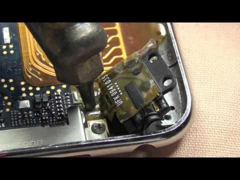 desolder an iPod touch 2 headphone jack