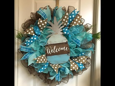 How to make a deco mesh Pineapple welcome wreath