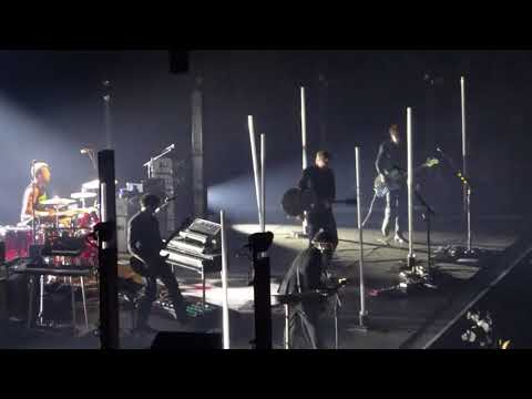 Queens of the Stone Age - Millionaire / No One Knows - London O2 Arena - 21 November 2017