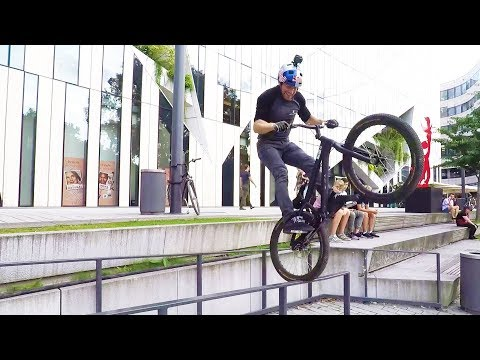 Danny MacAskill trial biking in Düsseldorf. | Straight from the athletes