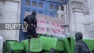 France: 'Neither Macron nor Le Pen' - Students barricade school entrance in protest