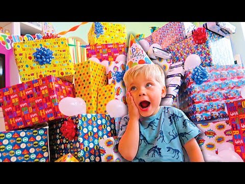 BIRTHDAY PRESENT SURPRISE ROULETTE ! REAL GIFTS VS FAKE! - Ollie's 4th Birthday Special