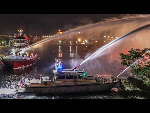 **RARE** FDNY Fireboats Battle Massive Fire in Vacant Factory [Brooklyn 2nd Alarm Box 3842]