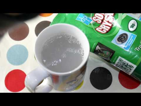 Cleaning Tea Mugs with Soda Crystals
