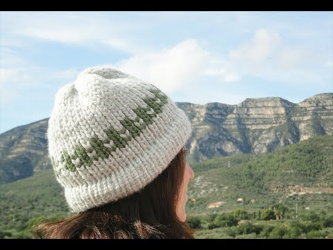 How to Loom Knit a 2-Color Hat (DIY Tutorial)