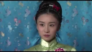 幾名女特務在旗袍店內跟首領會合, 被日本鬼子發現, 他們只好大開殺界