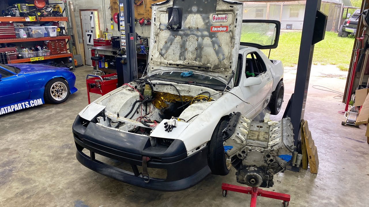 Putting a More Powerful Engine in my FC RX7 and Tearing Apart the Blown Up One.