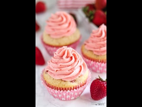 Fresh Strawberry Cupcakes (from scratch!)