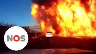 VUURZEE: Automobilisten overleven vlammen op Chinese snelweg