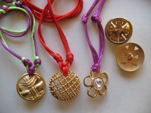 How to Make a Button Necklace. Tutorial collane con bottoni
