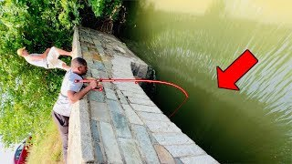 Fast Flowing Underground Tunnel Has Big Fish!!! (crazy Roadside Fishing)