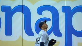 Martin makes incredible catch to rob a homer