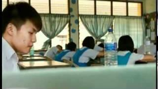 Student Cheating on Exam 考试作弊