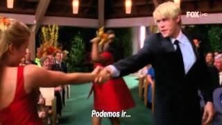 GLEE - Finn se entera de la boda de Burt y Carole [Furt 2X08