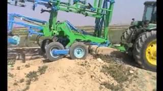 Maquinaria agrícola para la preparación de suelos y terrenos
