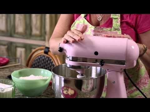 How to Mix Eggs With Sugar & Flour : Frosting & Other Sweet Treats