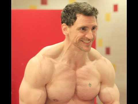 How to get a Big Chest Try this simple trick without weights with Victor Costa from Vicsnatural
