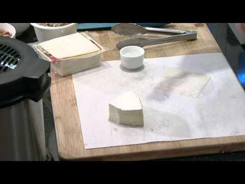 Deep-Fried Wonton Stuffed With Brie & Raspberry Jam : Brie Recipes