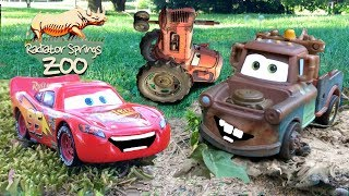 Disney Cars 3 Toys Adventure Lightning McQueen & Mater Tractor Tipping Game Chased by Frank Zoo Trip