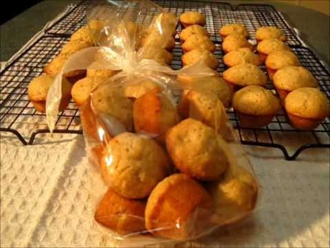 Mini-BANANA MUFFINS with WALNUTS - How to make BANANA MUFFINS with WALNUTS Recipe