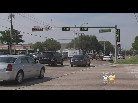 Dash Cam Captures Red-Light Traffic Signal Issue In Plano