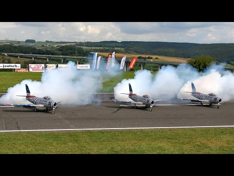 3 X F-86 GIANT SCALE RC TURBINE MODEL JET FLIGHT TO MUSIC AIRSHOW / Jetpower Messe 2015