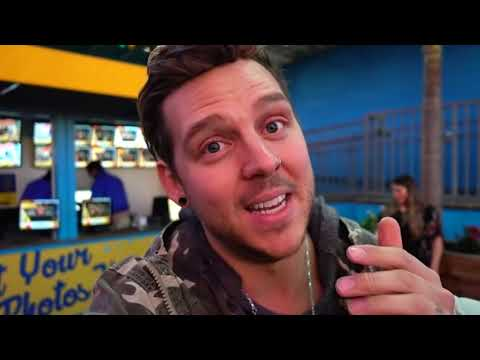CASPIAN and EVERLEIGH Ride On The Ferris Wheel!! | Slyfox Family