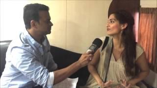 Sonam Kapoor tells Siddharth Kannan how Salman Khan scolded her & why Anil Kapoor is Mental
