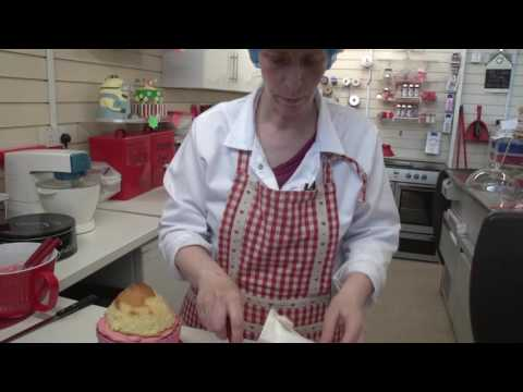 How to ice a Rose Swirl Giant Cupcake