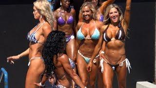 2017 Muscle Beach Bikini Girls Parade