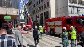 Åhléns i Stockholm utryms efter branden
