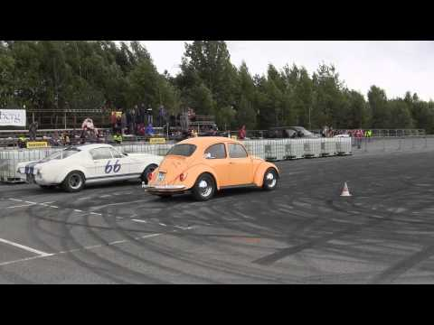 Dragrace mellom 66 Ford Mustang Turbo og VW Boble på Hamar Burnout Show 2014 Video 34