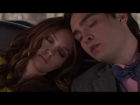Chuck and Blair wake up holding hands in the limo Gossip Girl 2x22