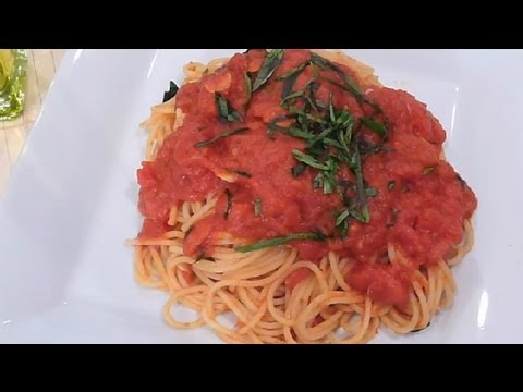 How to Make Spaghetti Sauce From Cans of Tomato Products : Spaghetti Sauce