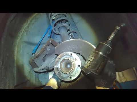 BMW E90: Front wheel bearing & hub removal