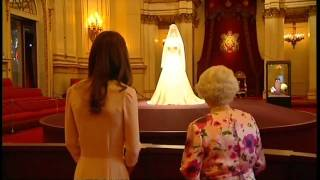 Queen and Duchess view Royal wedding dress