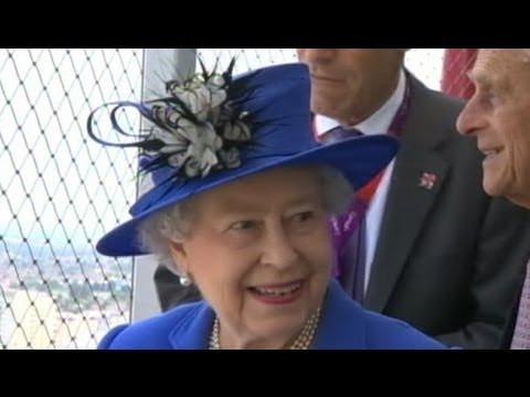 Queen Elizabeth Hospitalized For First Time in Decade From Norovirus Stomach Bug