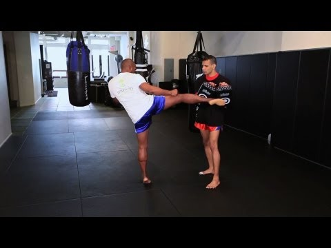 How to Do Roundhouse Kick in Kickboxing | Muay Thai