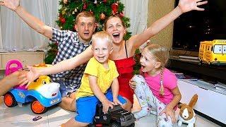 ПОДАРКИ Милане и Дане на НОВЫЙ ГОД Что ПОДАРИЛИ Разбитый ТЕЛЕФОН у мамы Наш Новый год Family Box