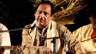 Itna Toota Hoon Keh Chhoonay Se Bikhar Jaoon Ga - Ghulam Ali.flv
