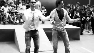 Hrithik Roshan Amazing Dance Moves Live