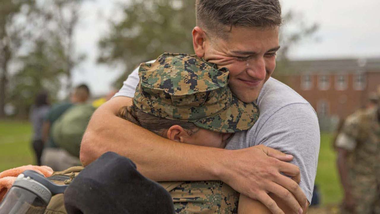 Best Soldier Surprise Homecoming - Soldiers Coming Home Surprise