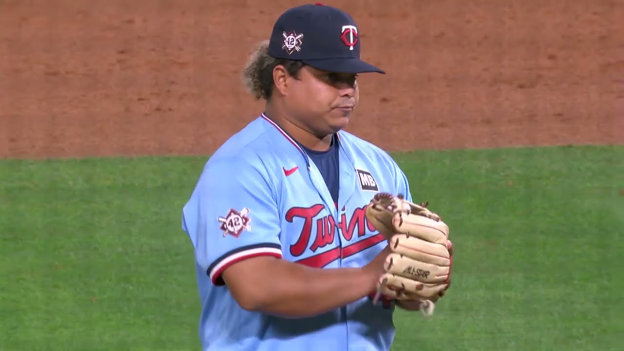 The LEGEND Willians Astudillo comes in to pitch, fires 46 mph fastball 🤣