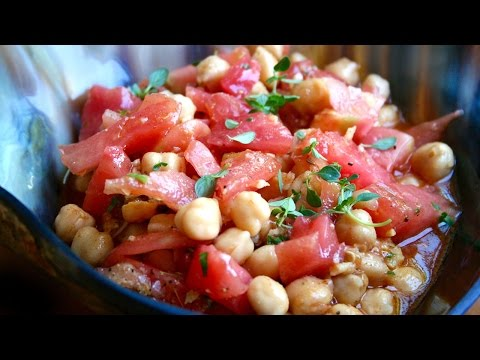 Cold tomato soup with chickpeas